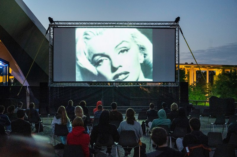 20-Sunsets_HKW_Our-Marylin.jpg