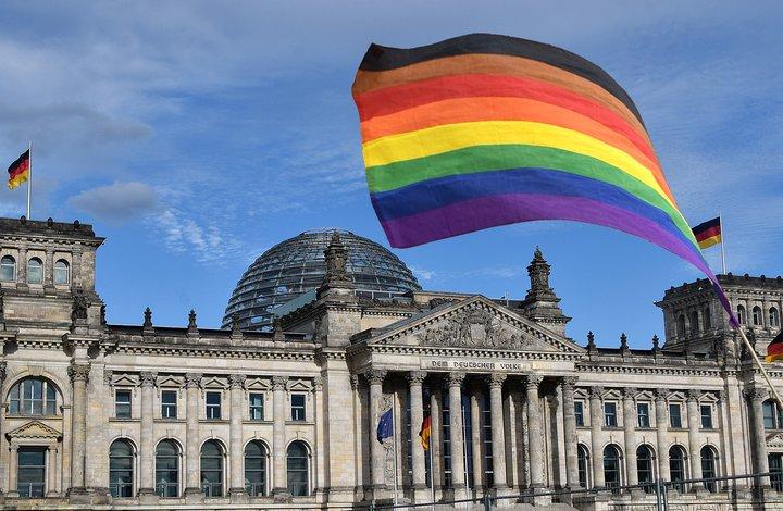 Bundestag Regenbogenfahne