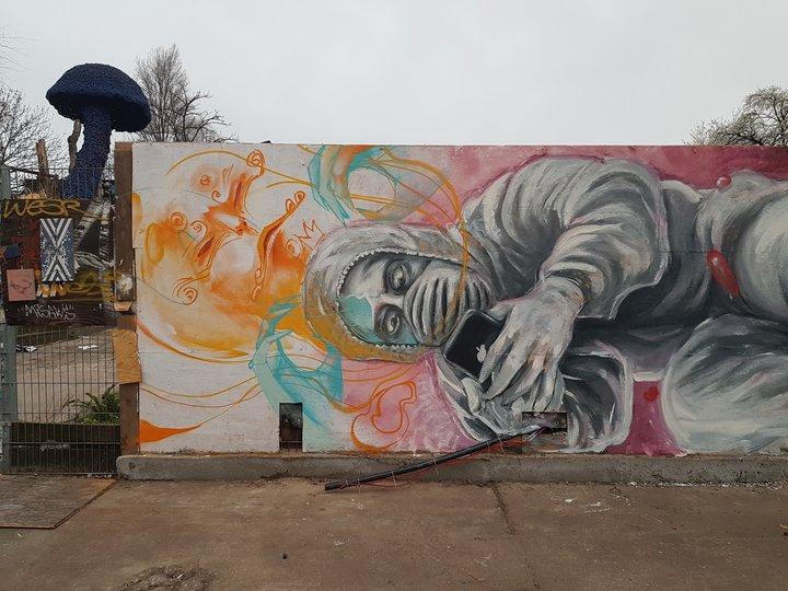 Franziska Schultess Grafitti Corona.jpg