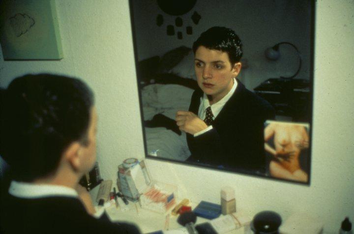 Nan-Goldin_Siobhan-in-my-mirror_1992_Berlinische-Galerie -c- Nan Goldin, Courtesy Marian Goodman Gallery (1).jpg