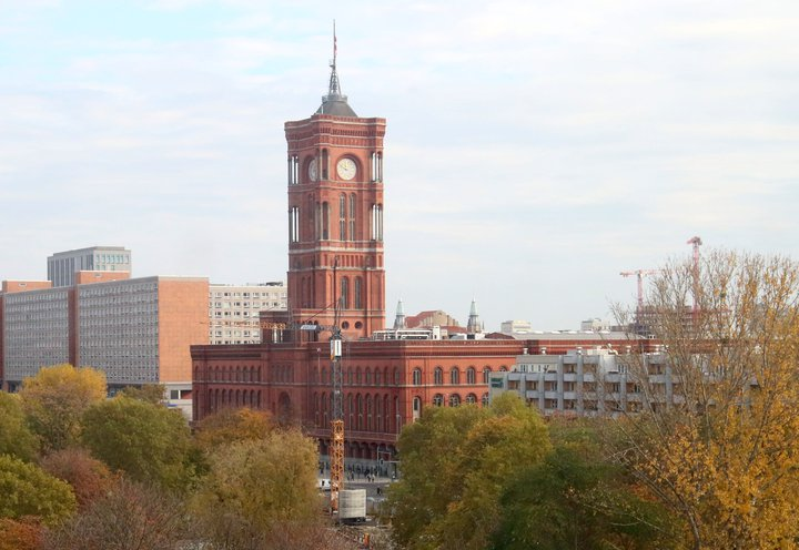 Rotes Rathaus klein Wikicommons.jpg