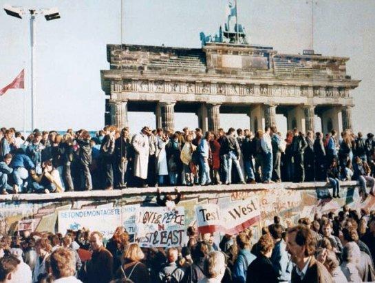 Aus Trümmern in die Freiheit?: Die Berliner Szene nach dem Mauerfall