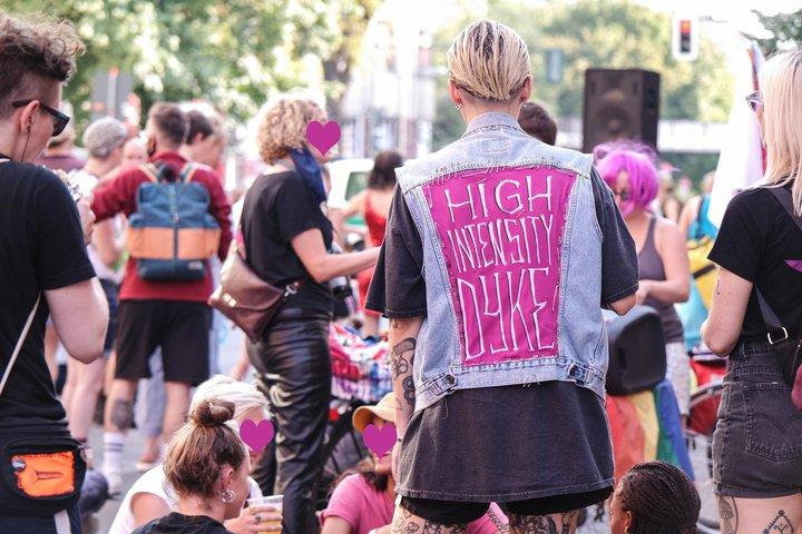 Menschen beim FLINTA* 36 Pride 2020